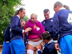 Horn made hussy gets her snatch banged in missionary pose while giving a head