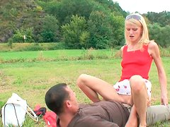 Lustful chick gets her pussy rammed hard outdoor