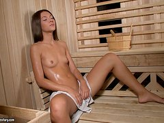 Juicy teen gets some hot penetration in her muff