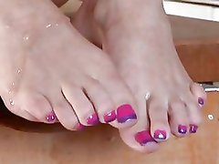 Morgan Reigns Has Her Feet Showe...