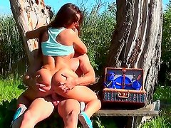 Outdoor banging with Debbie White would bring a lot of pleasure to you. Dude seduced this cutie