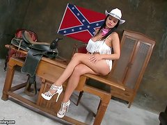 A pretty southern babe likes to play in her cowgirl outfit