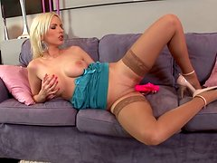 Filthy blond hoe pokes her wet poontang with big fat dildo