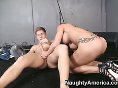 Danny Wylde gets pleasure from fucking Lovely whore Jewels Jade