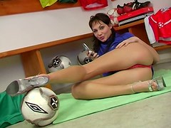 Sporty hot gal Vivian spreads legs wide and rubs her wet pussy for delight