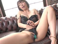 Fuckable Japanese milf Izumi Manaka strokes her cunt with fingers