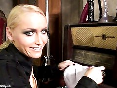 Blonde Mandy Bright is in heaven doing
