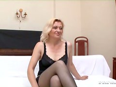 Blonde mom in black stockings sucks and rides two hard schlongs