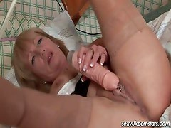 Mature British pornstar Jane Bond pussy play on her bed