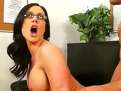 Lusty babe Kendra spreads her lesg,gets her pussy