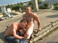 Eager hunk sucking a cock on the rooftop