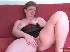 Curvy mature in black lingerie rubs her pussy