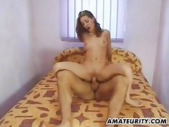 Hot amateur girlfriend fucked on her bed with facial