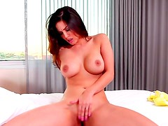 Busty Sunny Leone gives amazing solo