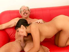 Latina sexpot rides the old dick like a true cowgirl