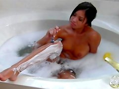 Brunette poses while shaving her pussy