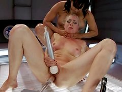 Lorelei Lee gets her snatch pounded to orgasm by a fucking machine