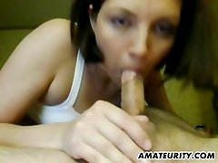 Amateur girlfriend toys and gives head