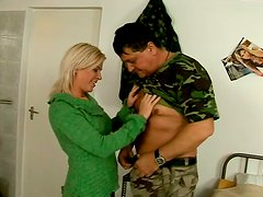 Blonde scofflaw sucks dudes cock deepthroat and gets her pussy licked
