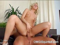 Randy Sarah Blue gets so hot she can't help but squirt