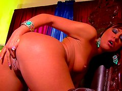 Tiffany Brookes enjoys warm stimulation