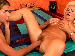 Skanky blond mom gets her bushy cunt fisted by mesmerizing brunette babe
