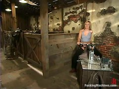 Jolene gets her pink cave made deeper by a fucking machine