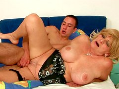 Vast mature BBW gets her botomless vagina pounded hard from behind