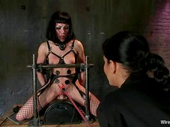 Asphyxia Noir gets her pussy tortured with claws and electric dildo