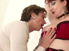 Couple of lesbians get off on each other