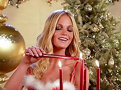 The Victoria's Secret Angels -- 'Deck the Halls'
