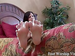 Jerk off while I wiggle my toes