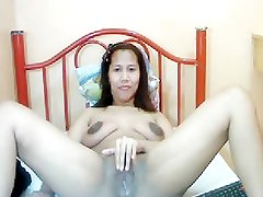 31 YEAR OLD THAI MOM SHOWS HER BODY NAKED ON CAM