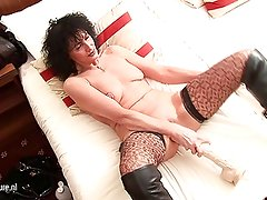 Kinky mature slut mom pumping herself with huge toys