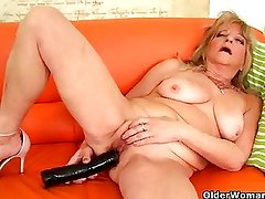 Granny with saggy tits fucks a giant dildo