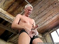 Hung Daddy Loves Pain As He Jerks Off