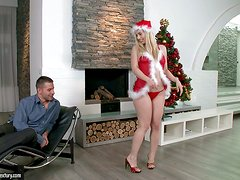 Sexy Santa girl Nesty gets her pussy licked and fucked hard