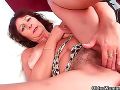 Busty senior lady rubs her hairy cunt with her fingers