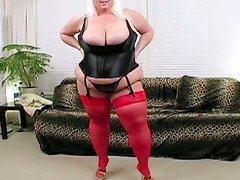Blonde mature BBW in filthy pussy stretching porn video