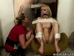 Blonde Kathia Nobili and Isabell Cat