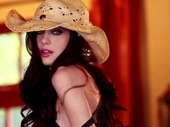 Pretty Jessica Dawn poses for the camera in cowboy hat