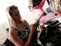 Blonde Sophie Moone has some time to stroke her hole