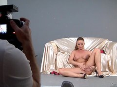 Adorable Silvia Saint fingers her tempting pussy