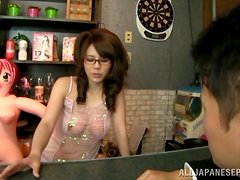 Sugary hottie Maki Koizumi has fun with her lover.