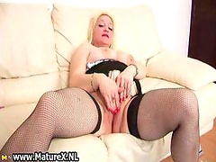 Old busty housewife rubs her clit part5