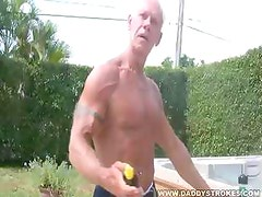 Muscle Daddy Jerking In Hot Tub