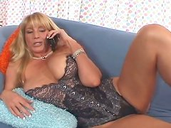 Full bodied mature mommy gets her wet pussy licked properly