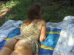 Picnic sex with a sizzling and lusty amateur milf
