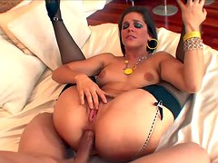 Bobbi Starr takes butt plug in her anal hole and