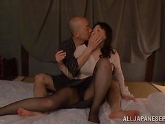 Mature beauty Hitomi Oohashi adores that pussy licking.